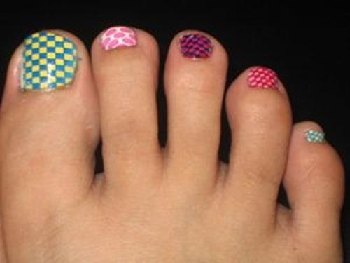 cute-toe-nail-art-13