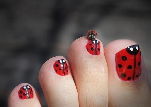 cute-toe-nail-art-2