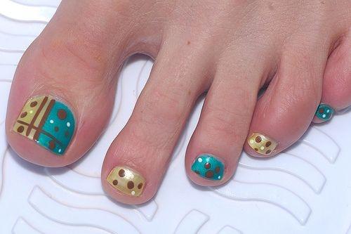 cute-toe-nail-art-25