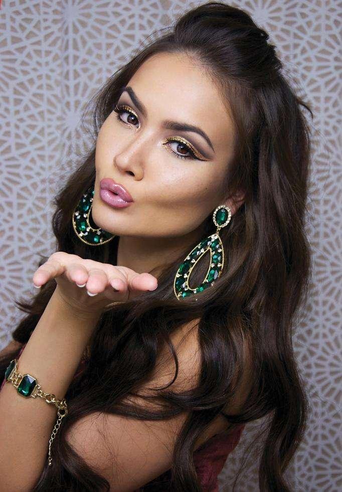 Glamorous-Glitter-Eye-Makeup-For-NYE-04
