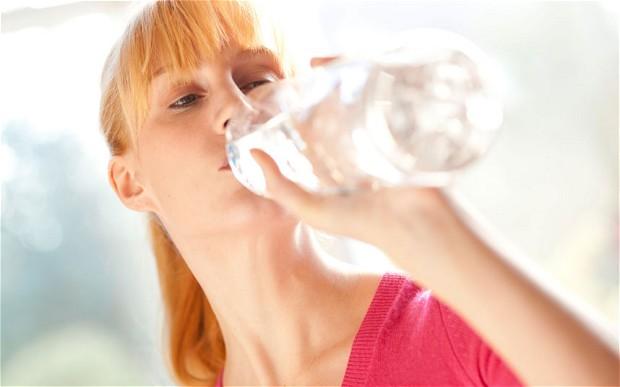 woman-water_2571102b