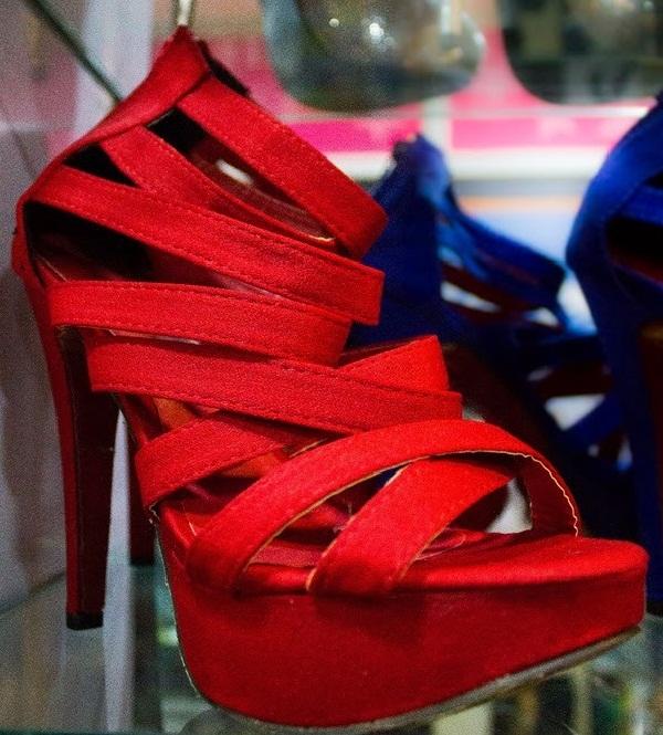 Red hot heels (30)